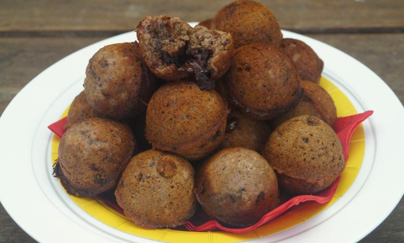 Banana choc-chip cake balls